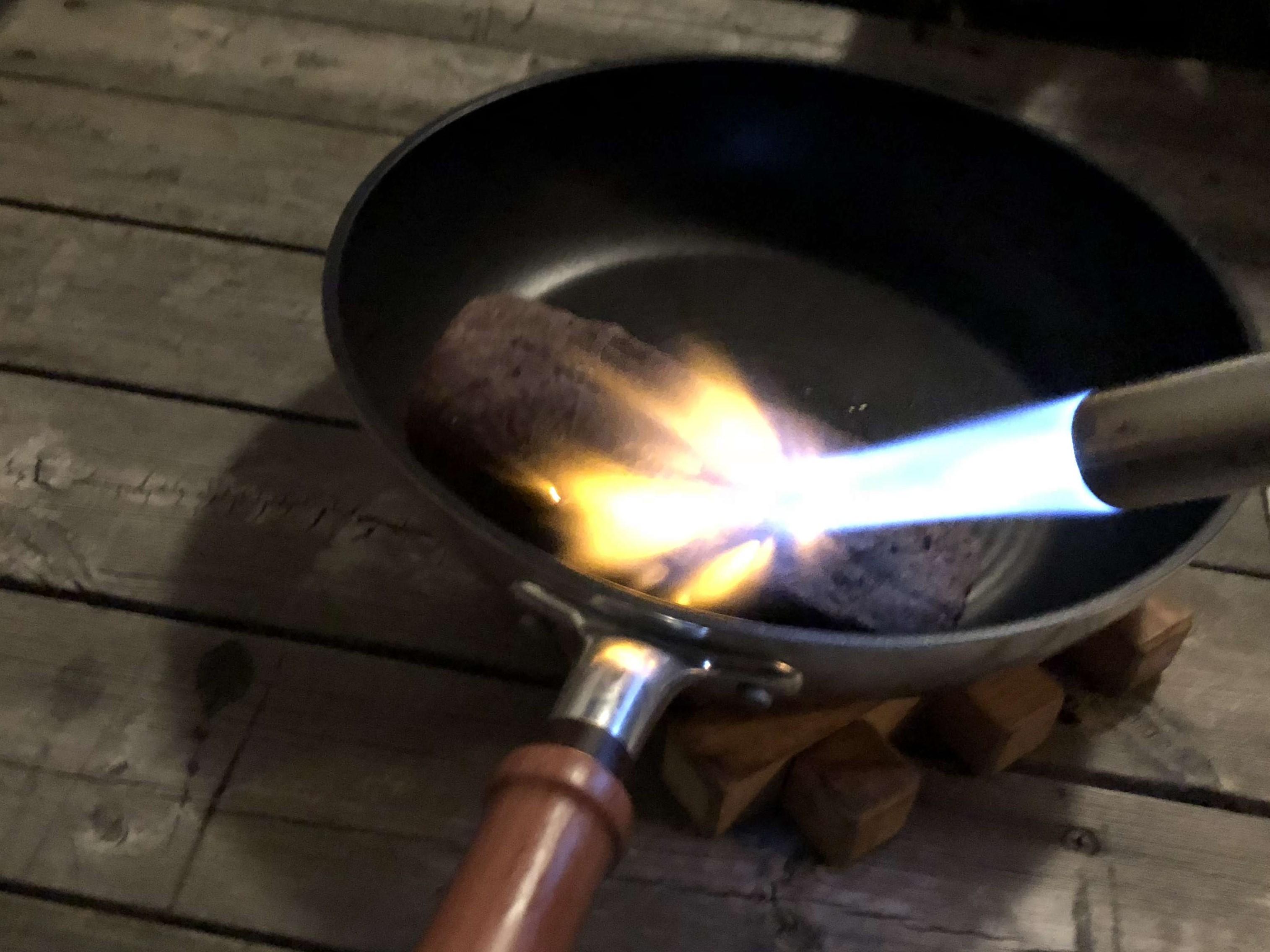 Anova アノーバ 低温調理器 レビュー 使い方 ローストビーフ 57℃ 3時間 ガスバーナー メイラード反応