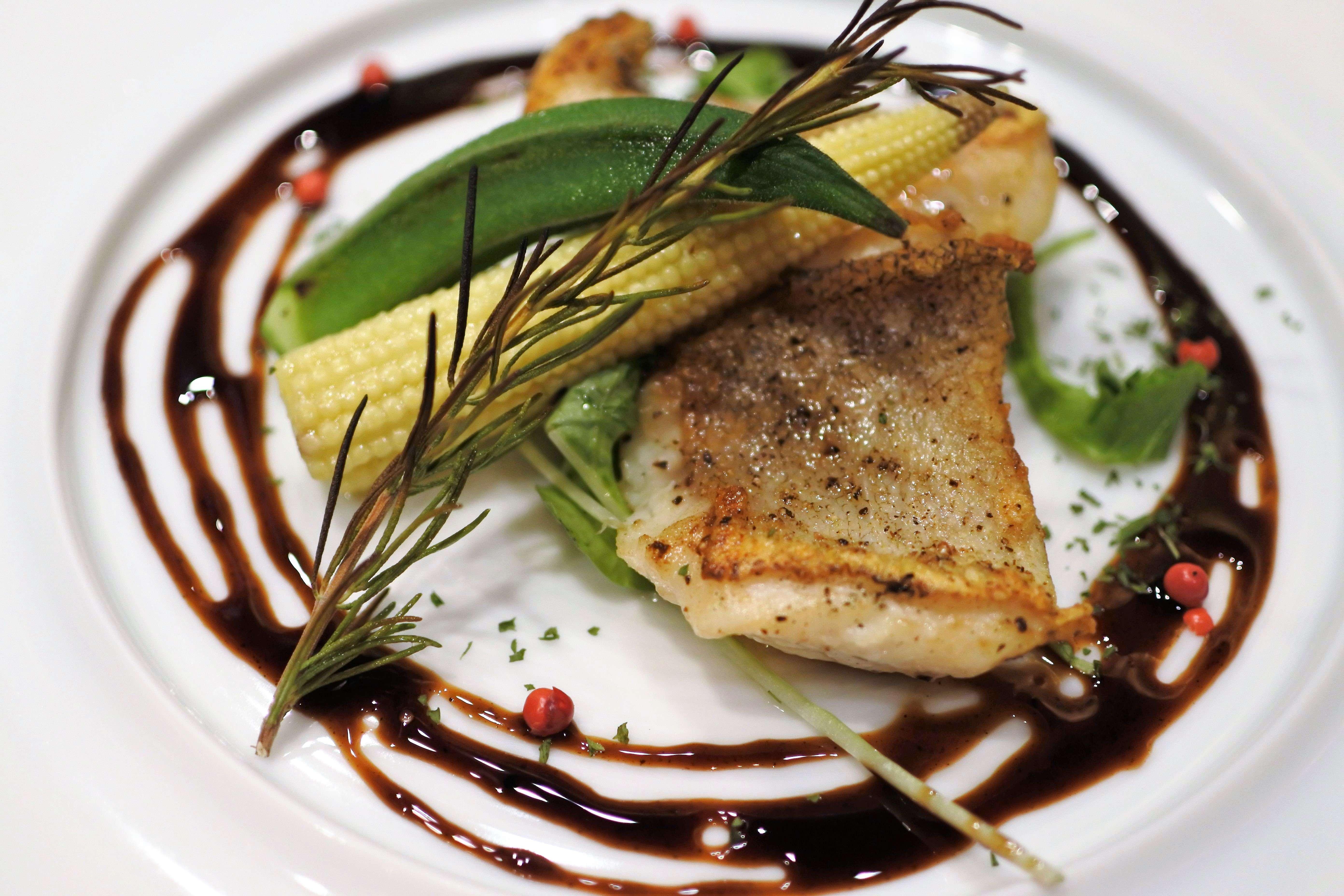イクジーノカフェ ディナー お魚 香草焼き