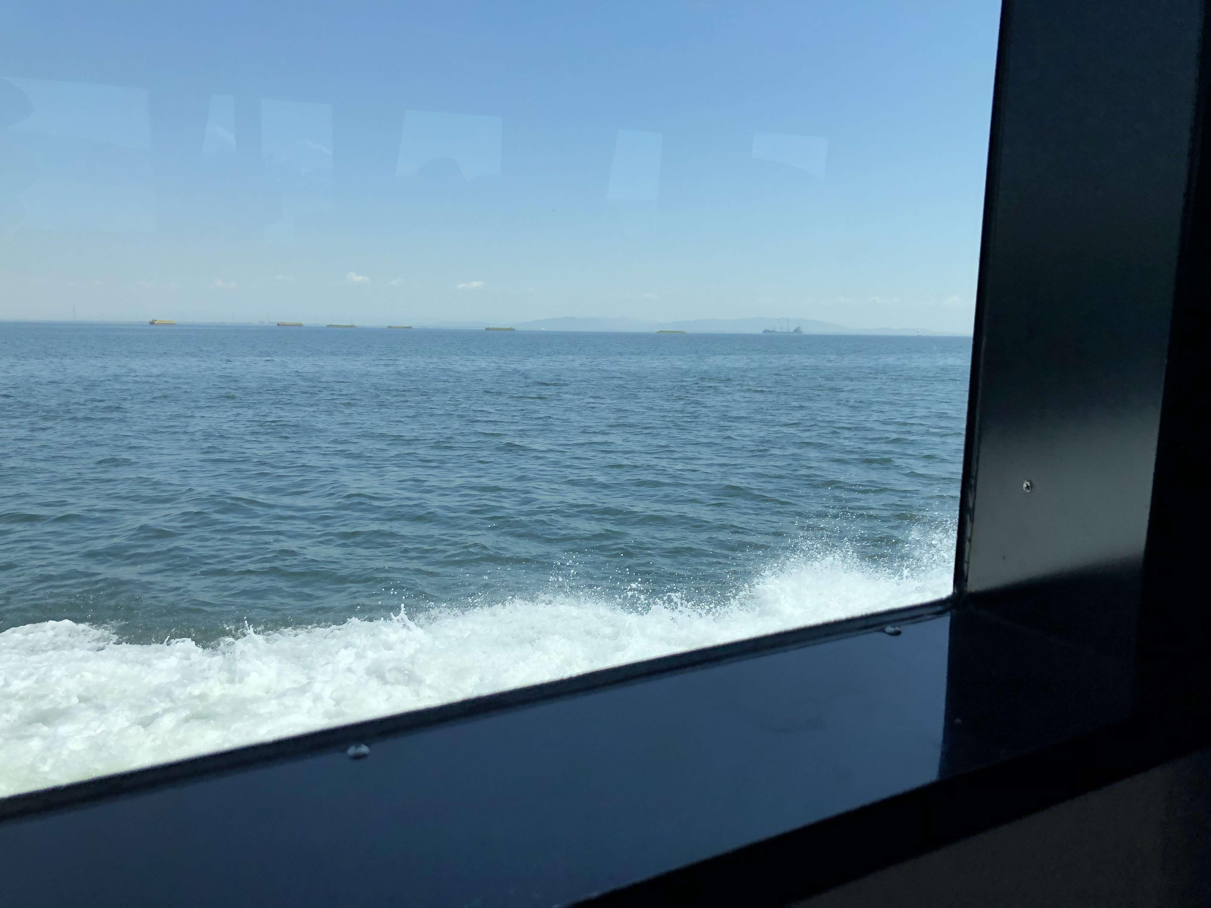 日間賀島 高速船 船窓